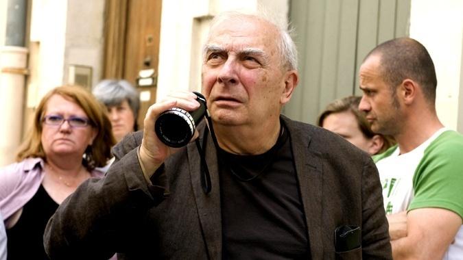 کلود شابرول که طی پنجاه سال کار در حوزهٔ فیلمسازی، بیش از ۷۰ فیلم و برنامه تلویزیونی ساخته است