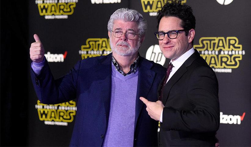 جورج اوکاس در کنار «جی. جی. آبرامز» کارگردان جدیدترین فیلم از مجموعهی جنگ ستارگان